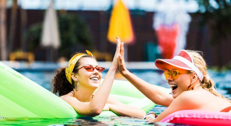 Quais são os riscos de descolorir os pelos no verão