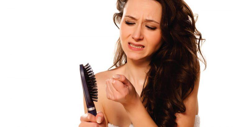 Queda de cabelos: saiba os motivos, mitos e verdades